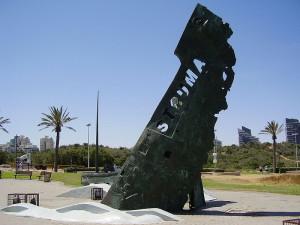 800px-STRUMA_monument_in_Ashdod
